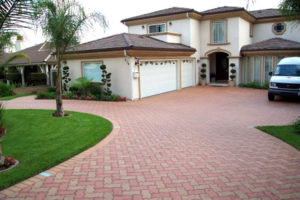 interlocking-concrete-pavers-driveway